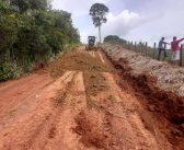 Prefeitura de Brasil Novo intensifica trabalhos de recuperação de estradas vicinais.